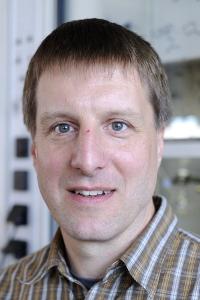 Prof. Dr. Rik Tykwinski (Foto: Gerd Grimm, FAU)
