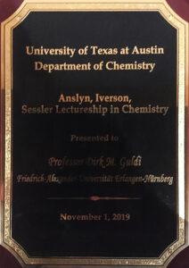 Die Plakette zeigt als Aufschrift die Auszeichnung von Prof. Guld mit der Lectureship