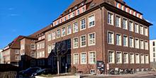 Das Foto zeigt das Gebäude des Computer Chemie Centrums in der Nägelsbachstr.