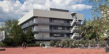 Das Gebäude der Physikalischen Chemie / Katalytische Grenzflächenforschung an der FAU